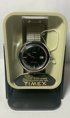 Vintage 1977 Timex Wind- Up Water Resistant Day  Mens Watch NOS Running