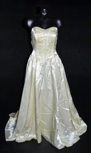 Unbranded Vintage 80s Ivory Satin Sweetheart Beaded Wedding Dress w/ Train 4