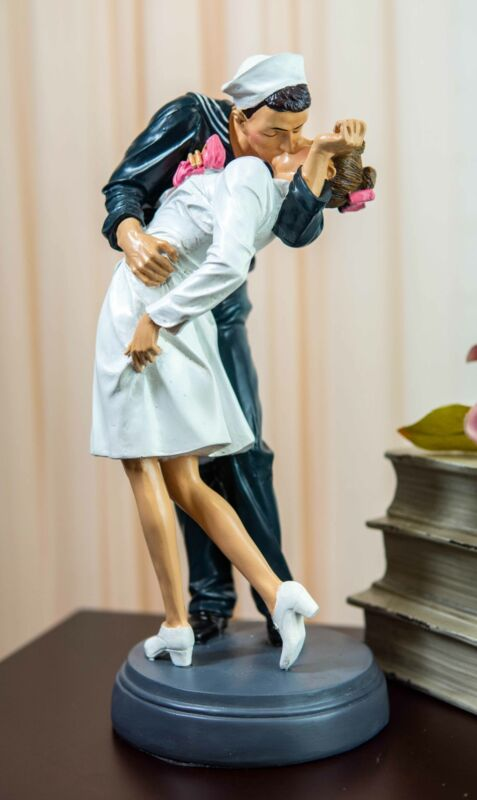 World War 2 Victory At Times Square The Kiss Navy Sailor With Nurse Statue