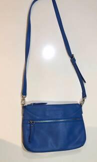 Small blue Louenhide bag with shoulder strap