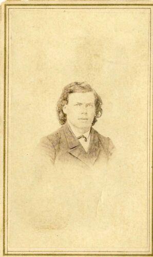 1860s RUGGED GENTLEMAN VIGNETTE CIVIL WAR TAX STAMP ANTIQUE CDV ALBUMEN PHOTO 01