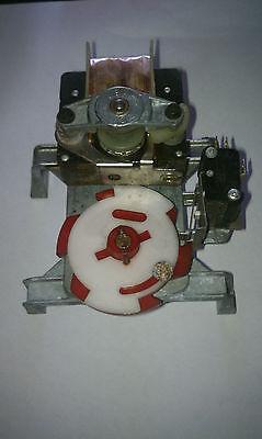 Red Vending Machine Gearmotor Ecm5783 Sodapop Machine Working Pull