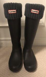 VEUC Matte Black Hunter Boots with Grey Socks Size 10