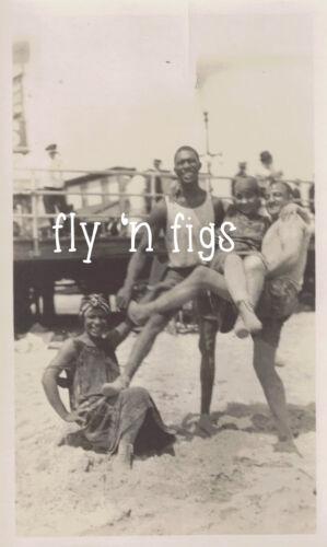 AFRICAN AMERICAN COUPLES BEACH FUN SWIMSUITS original antique photo c1920