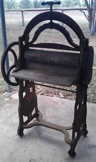 Antique cast iron mangle Gladstone Gladstone City Preview