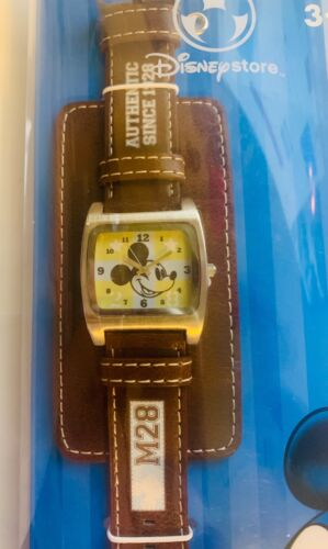 Disney Store Leather Band Mickey Mouse M28 Watch NIP