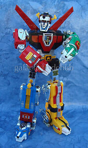 VOLTRON-Reebok-Toynami-Masterpiece-plastic-version-store-sample-12-lion-force