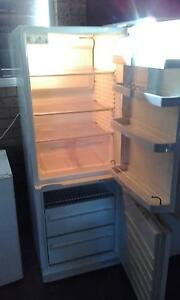 FISHER & PAYKEL  fridge freezer  397 litres   $200 Wishart Brisbane South East Preview