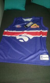 Brand new with tags size XL Altona Meadows Hobsons Bay Area Preview