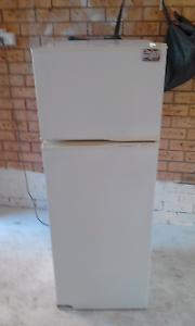 Westinghouse Fridge/Freezer 221LTR Macquarie Links Campbelltown Area Preview