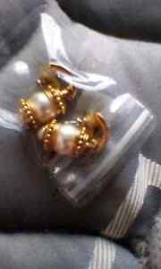 Gold and pearl earrings 3dollars Glenorchy Glenorchy Area Preview
