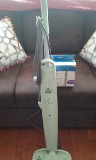 BISSEL STEAM MOP PLUS 2 NEW BOXED PADS. EX.COND