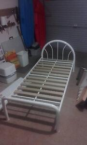 Single steel framed bed (white) Petrie Pine Rivers Area Preview