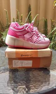 Lighted Wheely's Girls Roller Skate Shoes Size 33 Stirling Stirling Area Preview