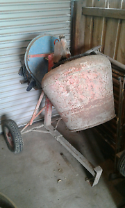 Cement mixer Hadfield Moreland Area Preview
