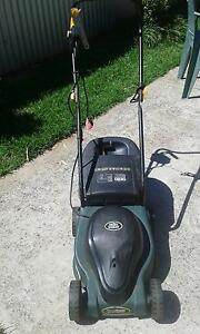 Good Condition OZITO Electric Lawn Mower  1100 wt Dudley Park Port Adelaide Area Preview