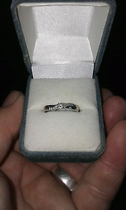 9ct White gold Diamond  ring Wallsend Newcastle Area Preview