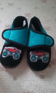 Almost new boys slippers Altona Meadows Hobsons Bay Area Preview