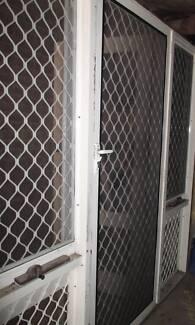 EXTERNAL GLASS DOOR & WINDOW COMBINATION