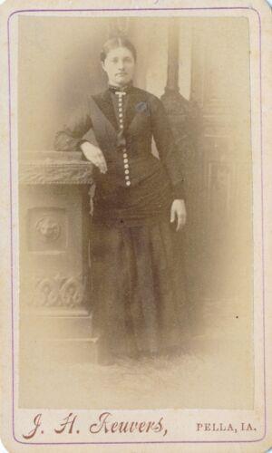 1870-1879 CDV Pella,Iowa Pretty Woman, Dress with Buttons Down Front Photograph