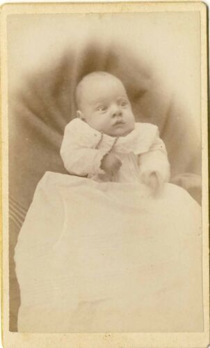 ANTIQUE VICTORIAN CHRISTENING  GOWN CDV PHOTOGRAPH E M CARVER TRACY MINNESOTA 56