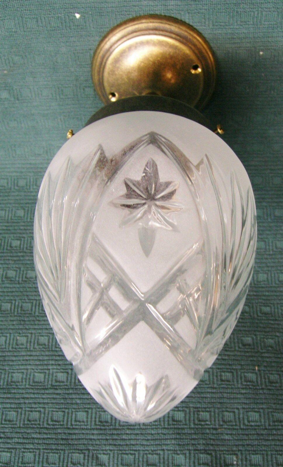 Deckenlampe messing patiniert und satiniertem glasschirm for Deckenlampe messing