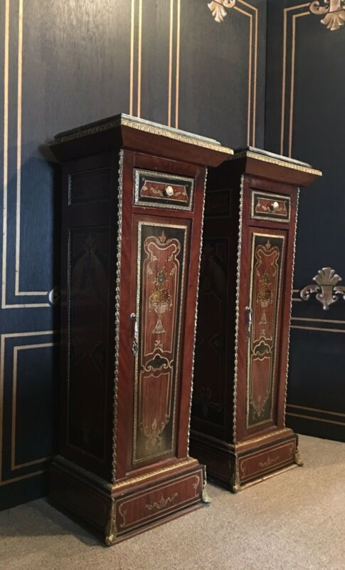 PAIR OF FRENCH EMPIRE STYLE ORMOLU MOUNTED VENEER WOOD PEDESTAL.