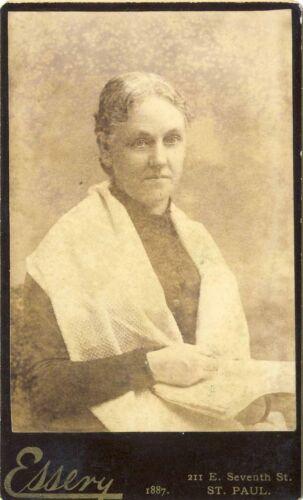 1887 ANTIQUE VICTORIAN WOMAN CDV PHOTO PHOTOGRAPH ST PAUL MINNESOTA ESSERY 35