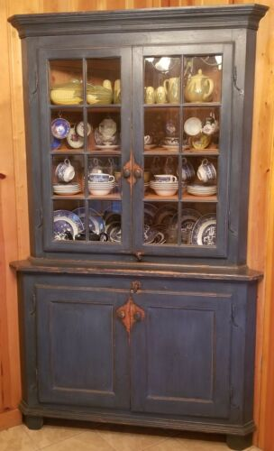 Great Early BLUE CORNER CABINET