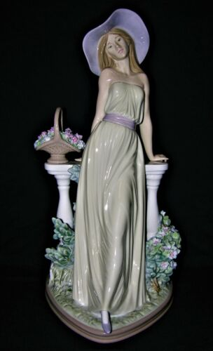 """Lladro """"Time for Reflection"""" #5378"""