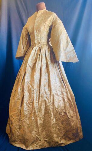 CIVIL WAR 1866 ANTIQUE VICTORIAN GOLD FIGURED SILK WEDDING DRESS PROVENANCE