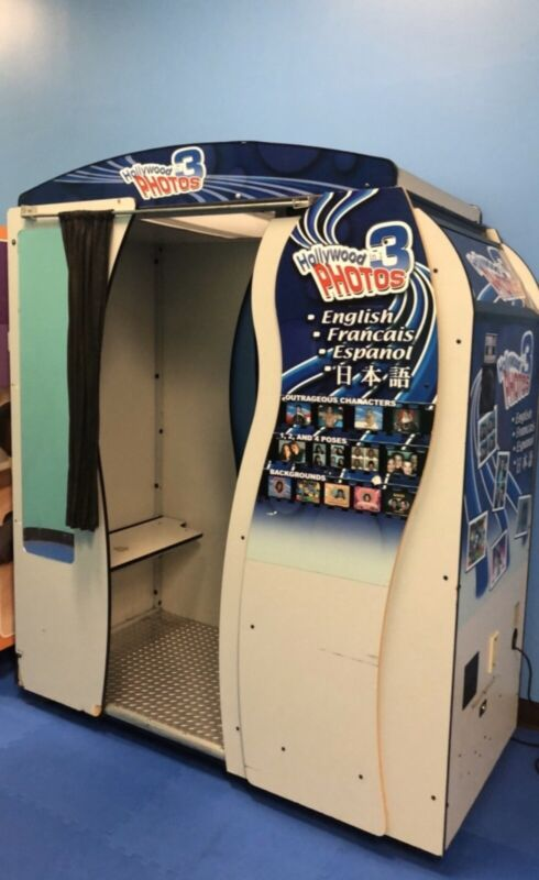 Hollywood 3-in-1 Photobooth Vending Machine