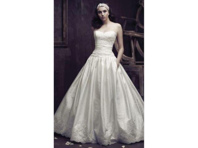 BRAND NEW Paloma Blanca 4015 Wedding Dress size 8 in original box from designer