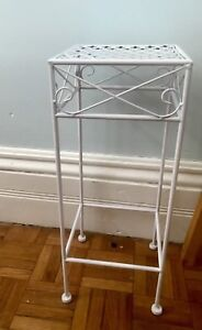 Planter stand for potted plants