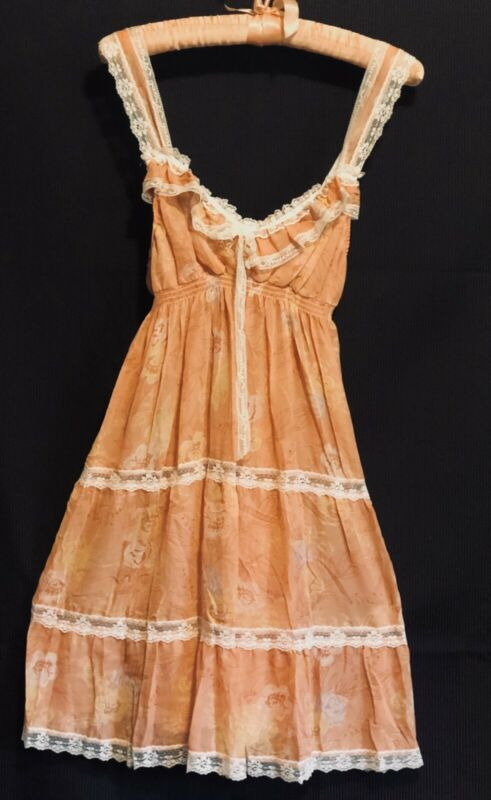 nwt! VICTORIA SECRET Lacey ANGELS Lingerie Slip Night Gown Adjust Straps Peach M