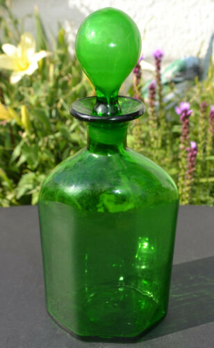 VINTAGE GREEN GLASS WHISKEY/BOURBON PANELED DECANTER BOTTLE WITH STOPPER