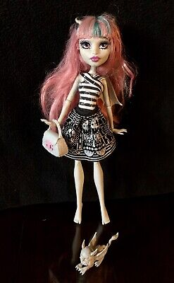 Monster High ROCHELLE GOYLE First Wave Doll With  Pet