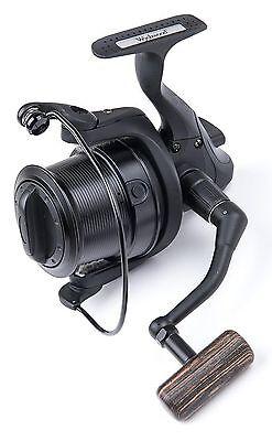 Wychwood Riot Big Pit Matt Black 75S Carp Fishing Distance Reel + Spare Spool