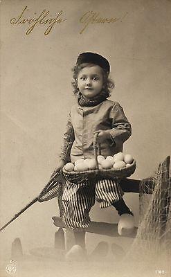Ostern, Kind mit Eierkorb, Foto-AK, um 1915 ()