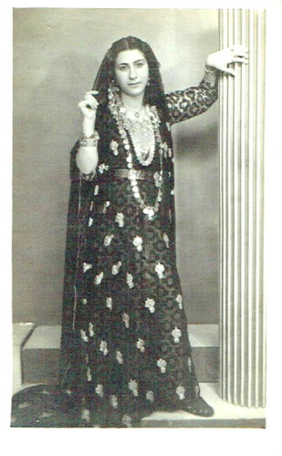 Judaica Antique photo of a Yemenite woman wearing traditional dress and jewelry