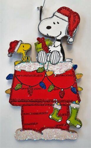 SNOOPY & WOODSTOCK on DOG HOUSE w GIFT, LIGHTS  Glitter CHRISTMAS ORNAMENT * Vtg
