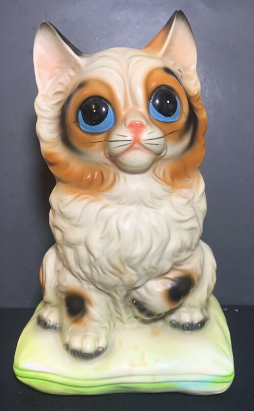 "Vtg Ceramic Cat Sitting On A Green Pillow Coin Bank Big Blue Eyes  9"" Japan"