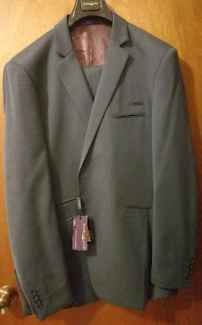 Brand new Marcus Hill Mens size 52R, Wool suit.