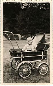 photo ancienne vintage snapshot enfant b b poussette landau sourire dr le 1 ebay. Black Bedroom Furniture Sets. Home Design Ideas