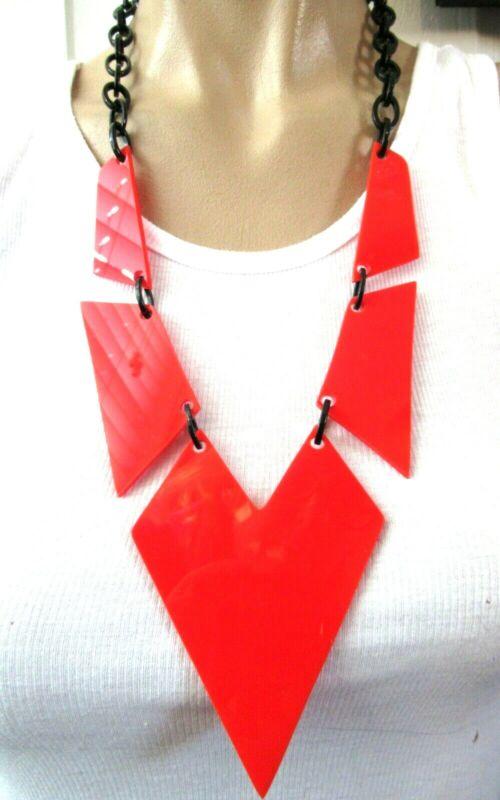 Retro Vintage Black & Red Lucite Modernist Design Necklace