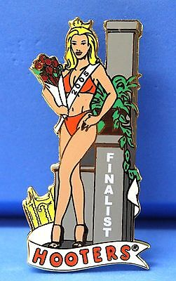 HOOTERS RESTAURANT 2005 SWIMSUIT BEAUTY PAGEANT FINALIST PREOWNED LAPEL PIN