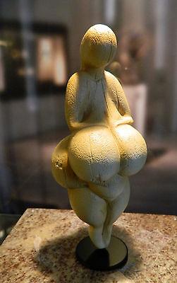 Venus von Lespugue -- ca. 25.000 Jahre alt  -- TOP-STÜCK