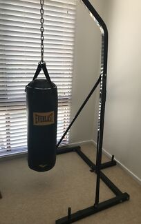 Everlast boxing bag and stand