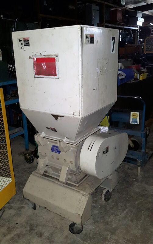 3 Hp 1998 Nissui Plastics Granulator / Grinder MODEL#: SKN-22, 230/460/3/60