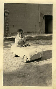 photo ancienne vintage snapshot enfant gar on voiture p dales car toy ebay. Black Bedroom Furniture Sets. Home Design Ideas